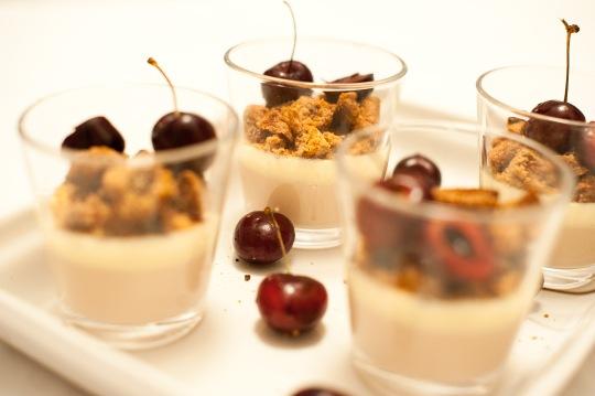 Körsbärs- och vaniljpannacotta